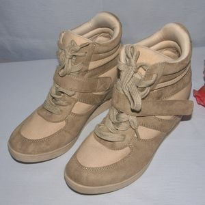 American Eagle Sneakers Fashion Sneakers Size 7.5M